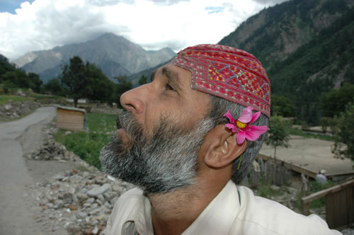 Golkhan mosque volunteer, Kalam, Upper Swat Valley, North-West Frontier Province, 12 August, 2006, photograph by Gordon Brent Ingram