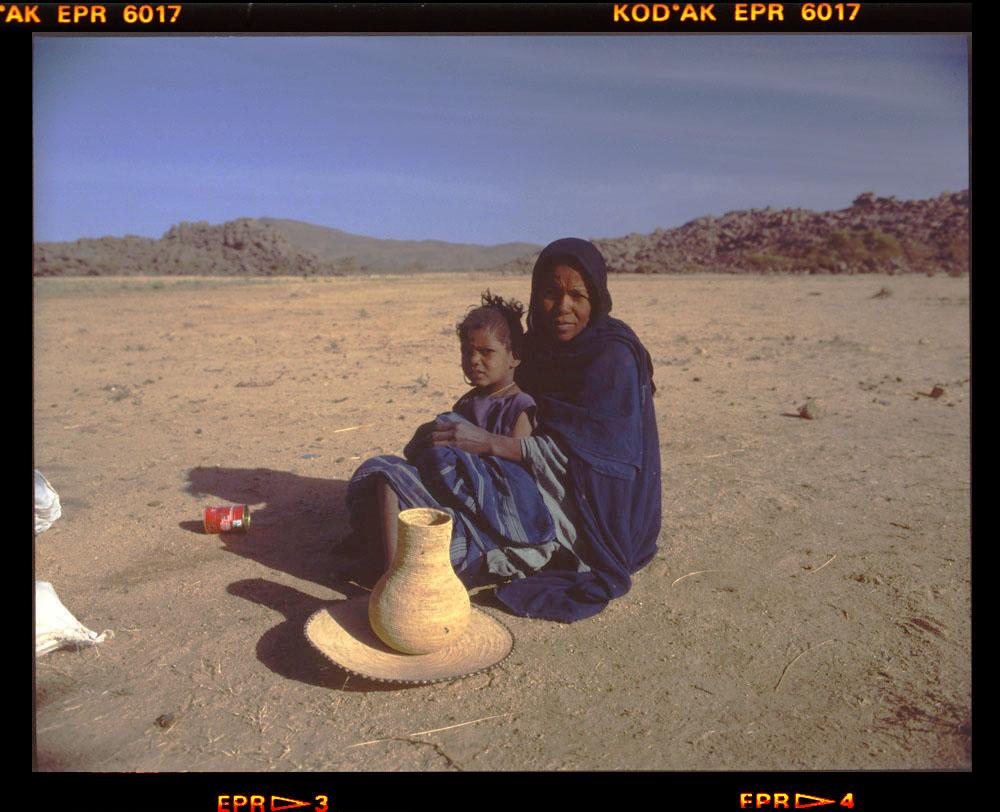 herb sellers - Egharghar - Bagzane Plateau - Air Mtns Nov 1986 by Gordon Brent Ingram
