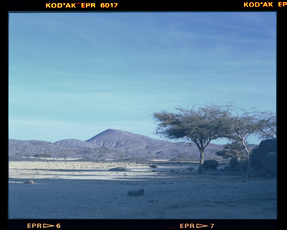 Mont Idoukal-n-Taghes from Egharghar to the W Bagzane - Air Mtns Niger 22 Nov 1986 by Gordon Brent Ingram