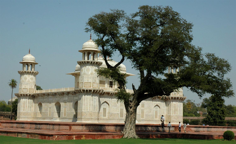 Itimad-ud-Daulah, Agra, Uttar Pradesh, 18 March, 2007, photograph by Gordon Brent Ingram