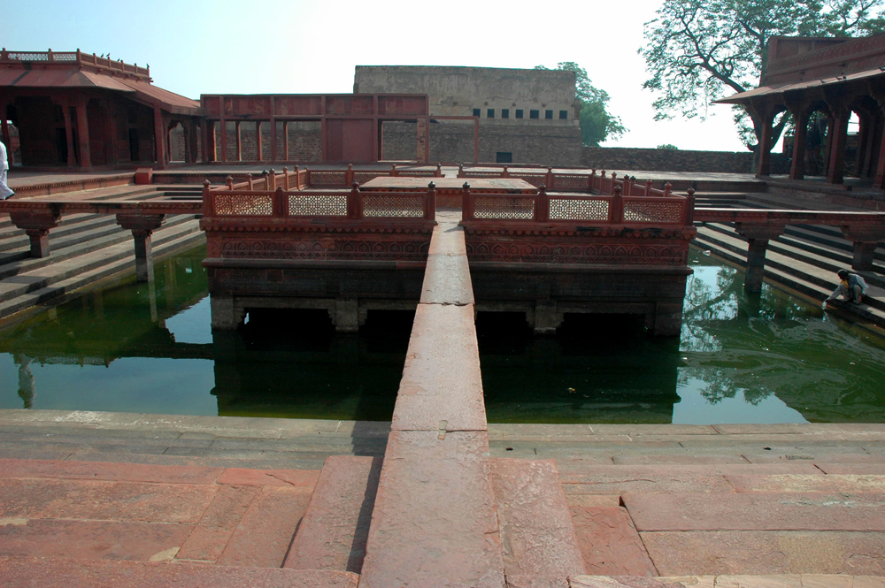 Anup Talao with water, Fatehpur Sikri, Uttar Pradesh, 18 March, 2007, photograph by Gordon Brent Ingram